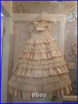 Belle Disney Deluxe Gold Ballgown